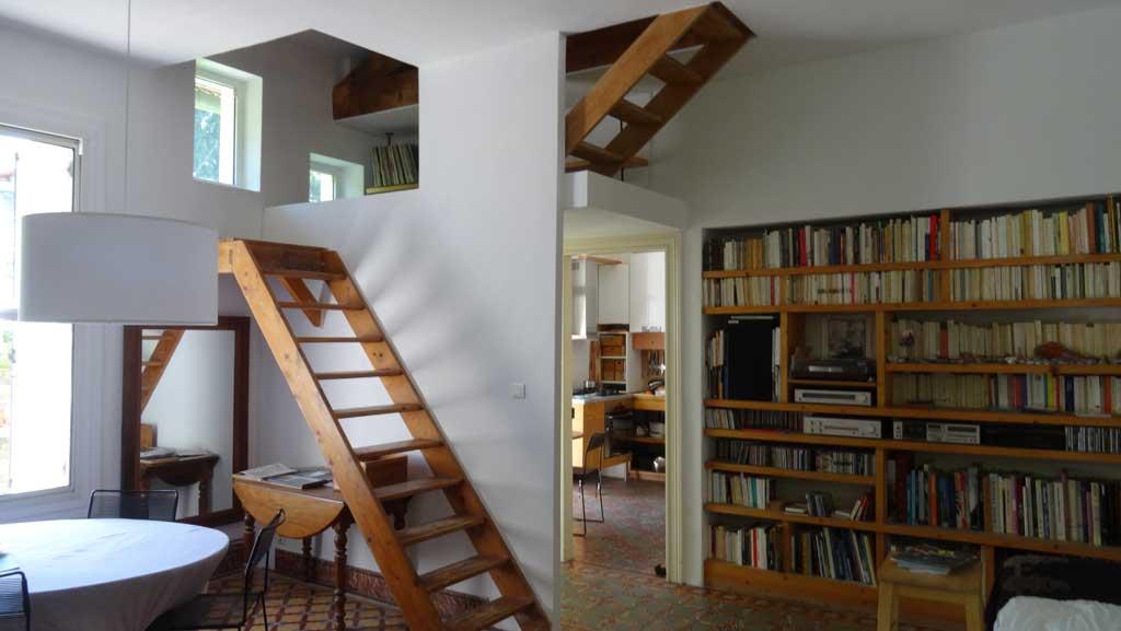 Traverses - vue du séjour et accès étage