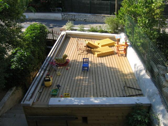 Traverses - jardin nord: aire de jeux sur la toiture du garage
