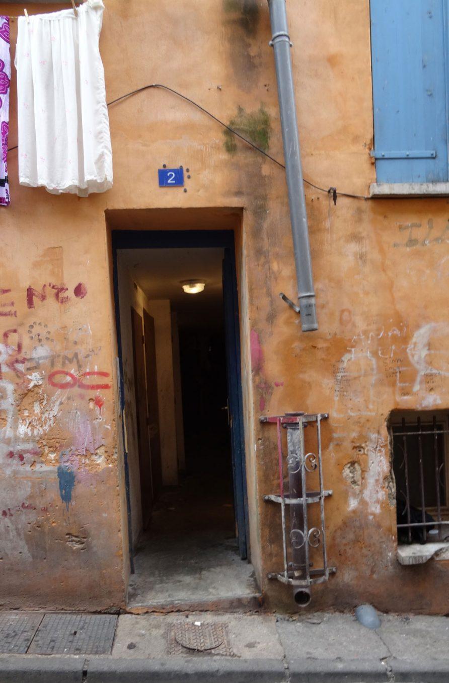 Traverses - des habitations dégradées nécessitant d'être rénovées