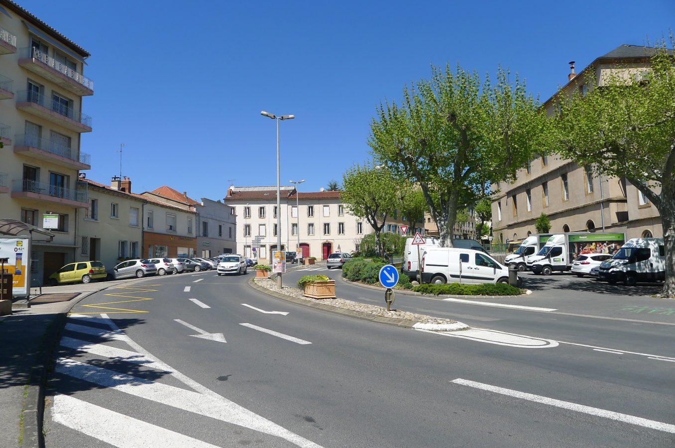 Traverses - état des lieux - Place Bompaire, un espace occupé par les voitures