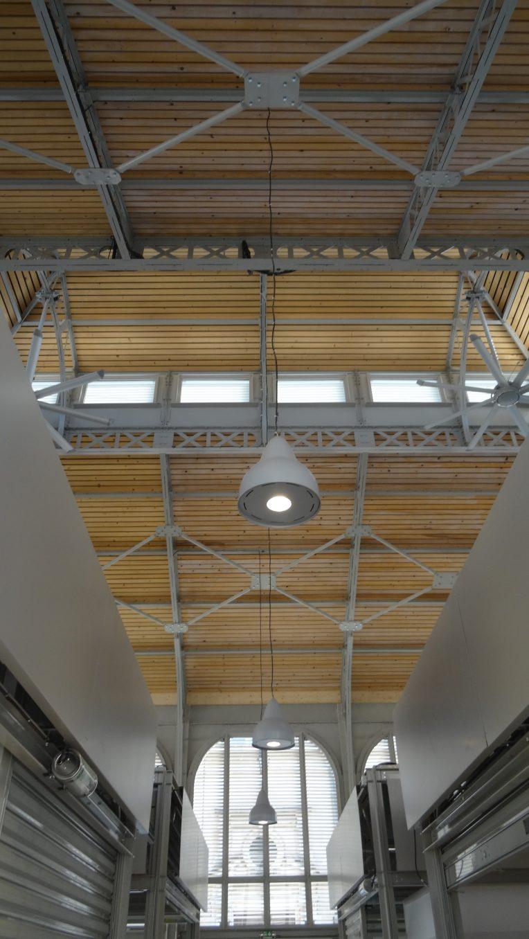 Traverses - vue sur les nouveaux lanterneaux et systèmes de ventilation naturelle