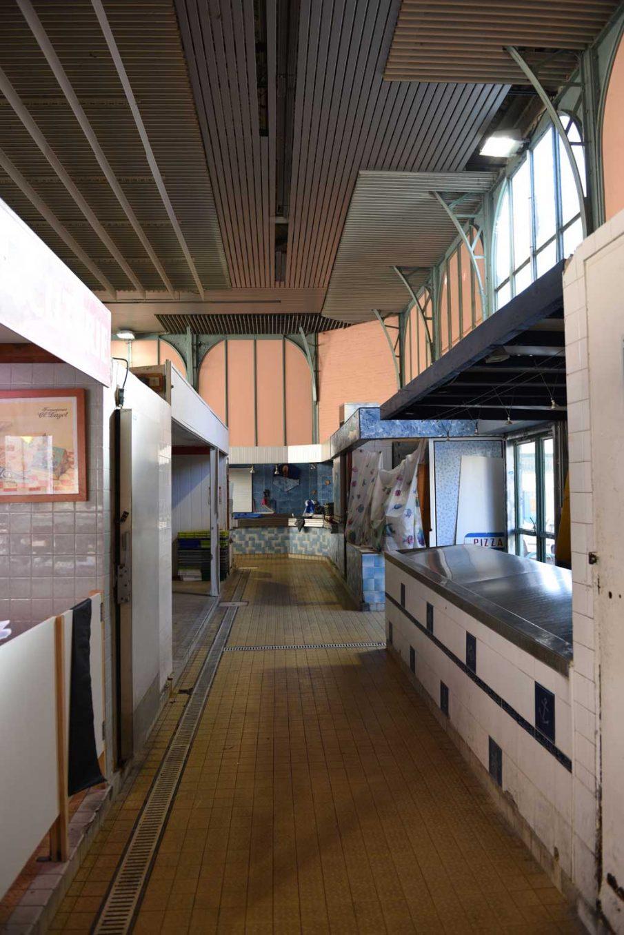 Traverses - vue intérieure des halles avant rénovation