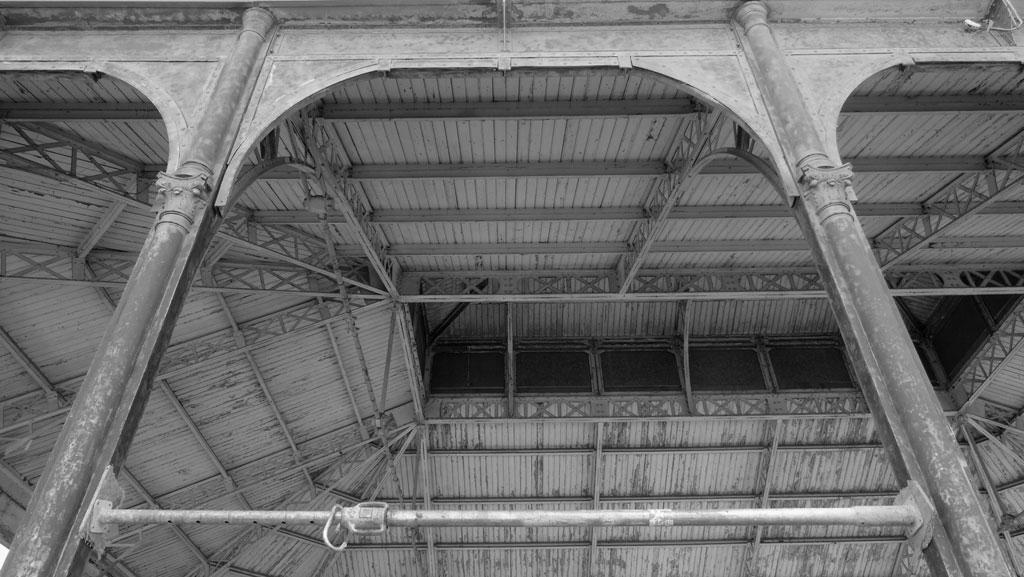 Traverses - vue intérieure des charpentes existantes et du lanterneau