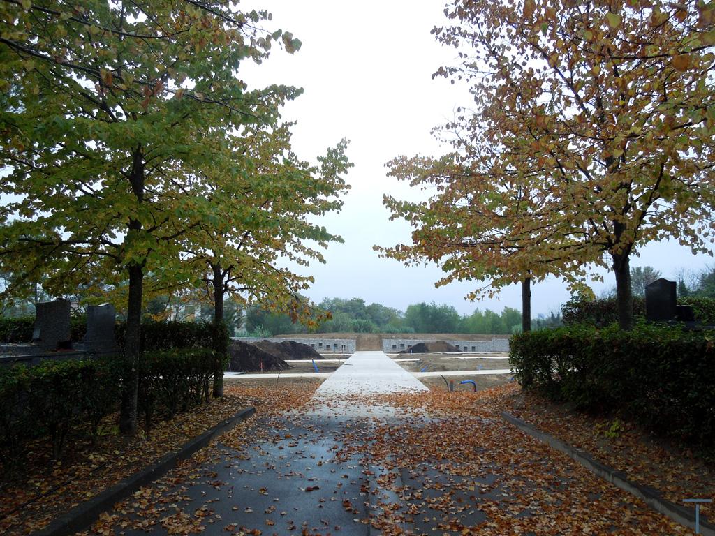 Traverses - perspective entre ancien et nouveau cimetière en chantier