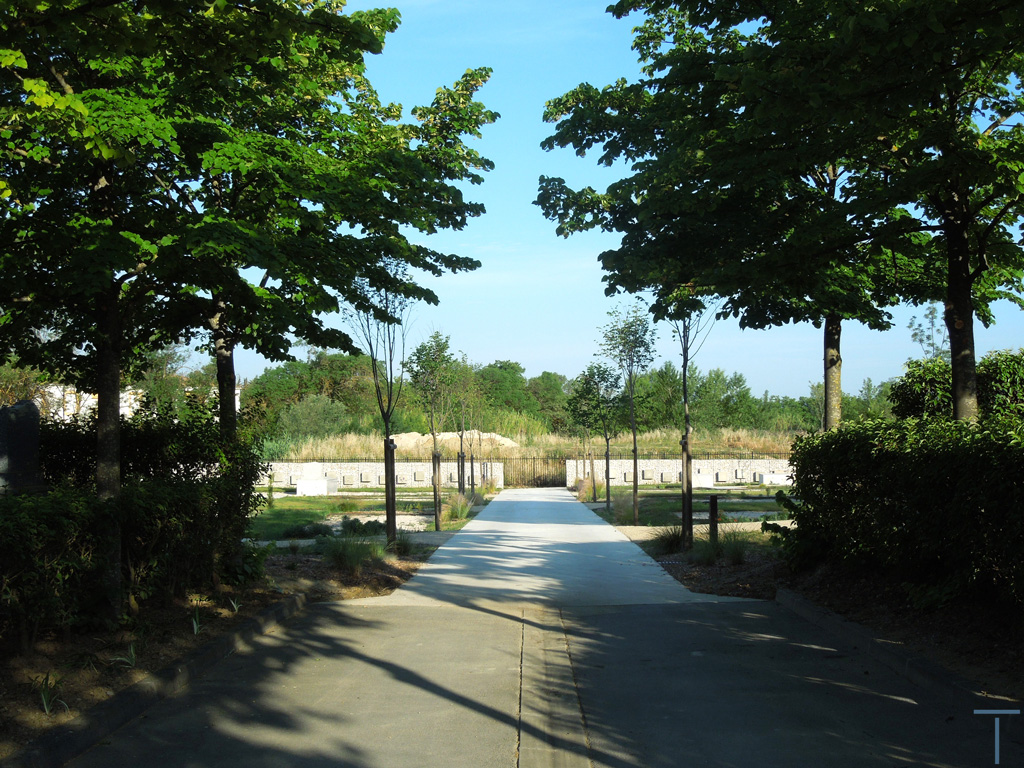 Traverses - perspective entre ancien et nouveau cimetière terminé