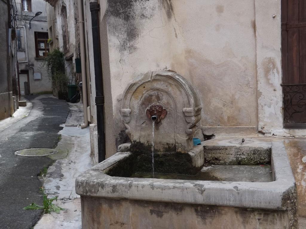 Traverses - une grande diversité de situations étudiées, ici la présence récurrente de l'eau dans un village