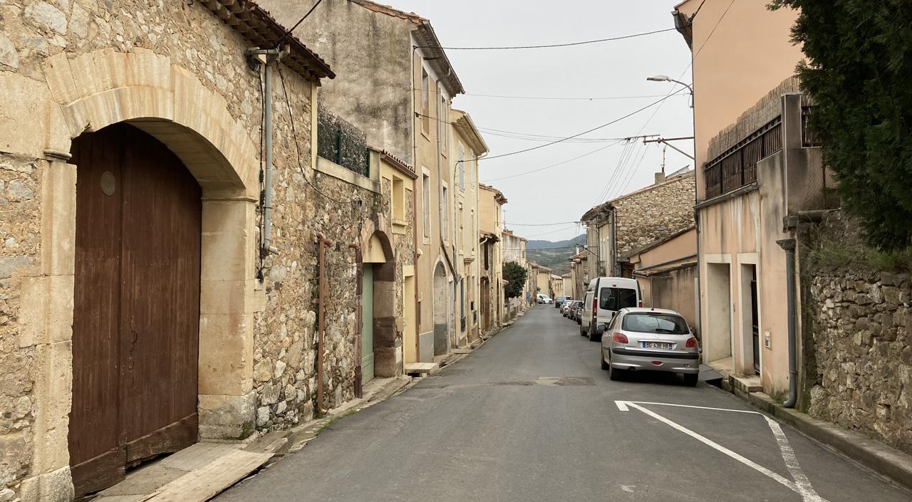 Traverses - la rue qui traverse le village